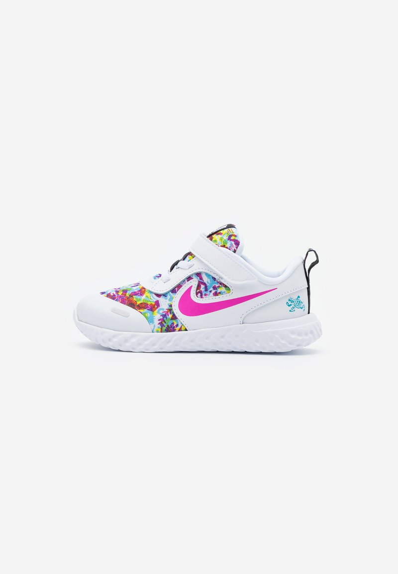 Nike Performance - REVOLUTION 5 FABLE - Chaussures de running neutres - white/fire pink/blue fury