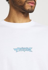 Weekday - MEGA OVERSIZED - T-shirt med print - white light - 4