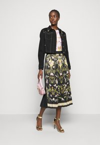 Versace Jeans Couture - LADY SKIRT - Pleated skirt - black - 1