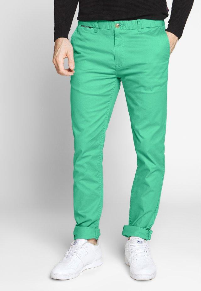 MOTT CLASSIC - Pantalones chinos - emerald