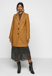 Vero Moda Petite - VMCALACINDY JACKET - Classic coat - tobacco brown - 0