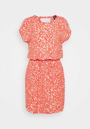 VMSINAMON SHORT DRESS  - Day dress - spiced coral/foil