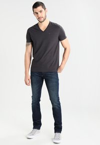 Tommy Jeans - SLIM SCANTON DACO - Vaqueros slim fit - dark - 1