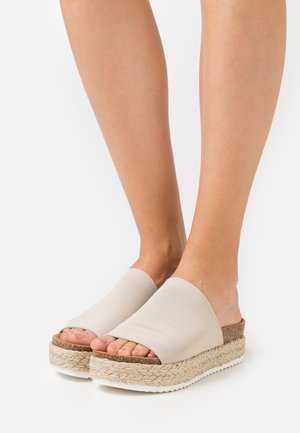 MASTER - Mules - taupe