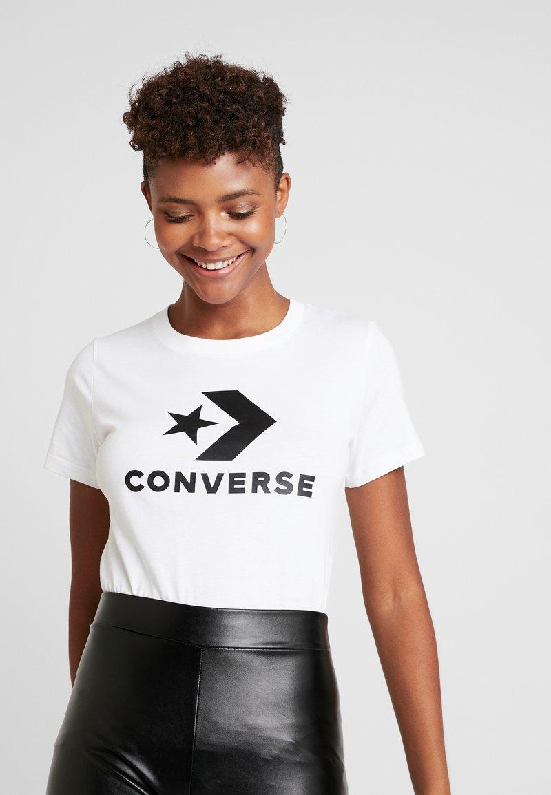Converse - STAR CHEVRON LOGO TEE - Print T-shirt - white