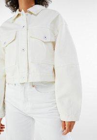 Bershka - MIT PUFFÄRMELN  - Denim jacket - white - 3