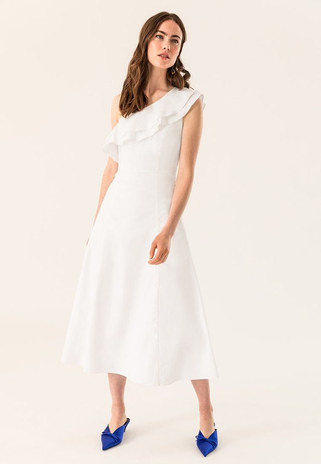 ONE SHOULDER VALANCE DRESS - Robe longue - bright white