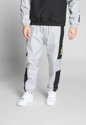 AIR - Tracksuit bottoms - smoke grey/black