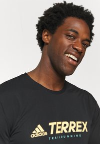 adidas Performance - Terrex TRAIL LONGSL FOUNDATION PRIMEBLUE RUNNING LONG SLEEVE T-SHIRT - Long sleeved top - black - 3