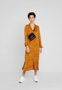 Levete Room - GHITA  - Košilové šaty - sudan brown - 1