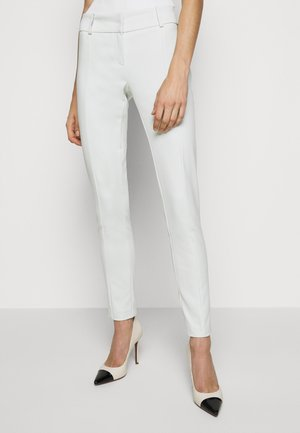 LOW FIT PANT - Trousers - clay white