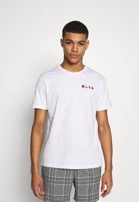 YOURTURN - T-shirt med print - white - 2