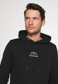 Tommy Hilfiger - BASIC EMBROIDERED HOODY - Sweat à capuche - black - 3
