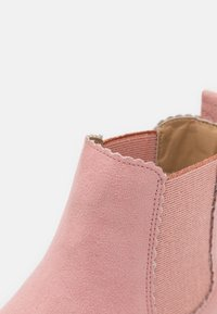 Cotton On - SCALLOP GUSSET BOOT - Classic ankle boots - earth clay - 5
