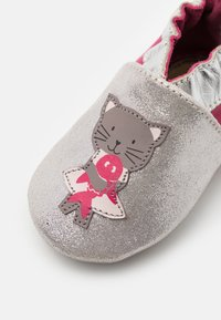 Robeez - CAT IN LOVE - First shoes - argent/fuchsia - 5