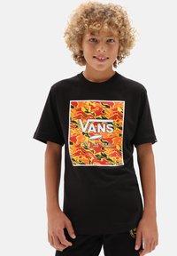 Vans - BY PRINT BOX BOYS - T-shirt print - black flame camo - 0