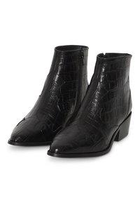 ICHI - IAWESTERN CROCO FW - Ankle boots - black - 3
