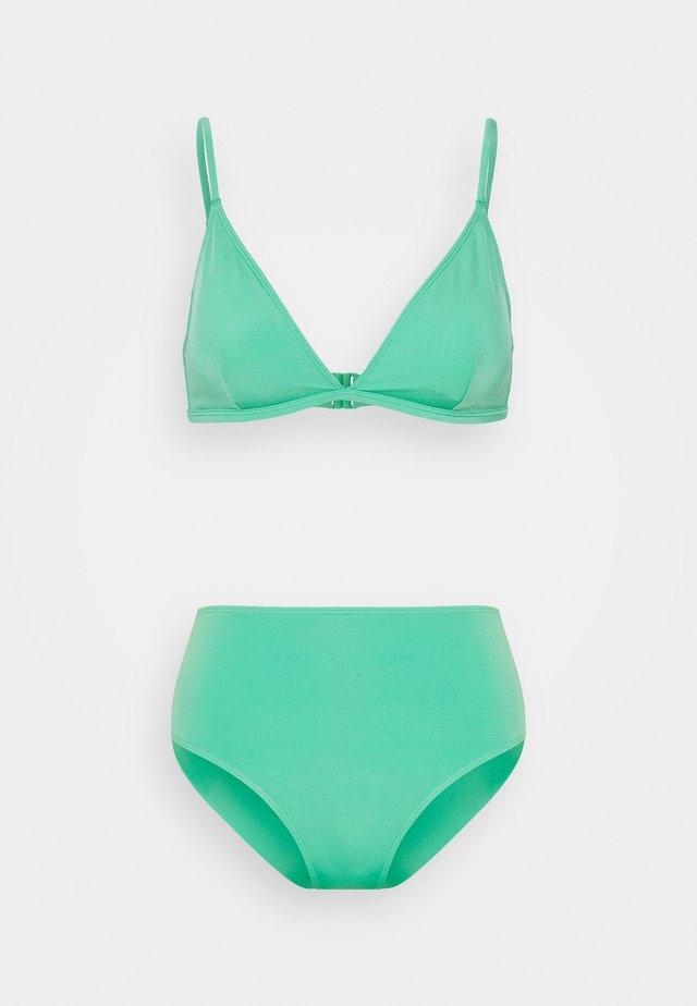 NADJA CECILIE CHEEKY SET - Bikini - green medium unique