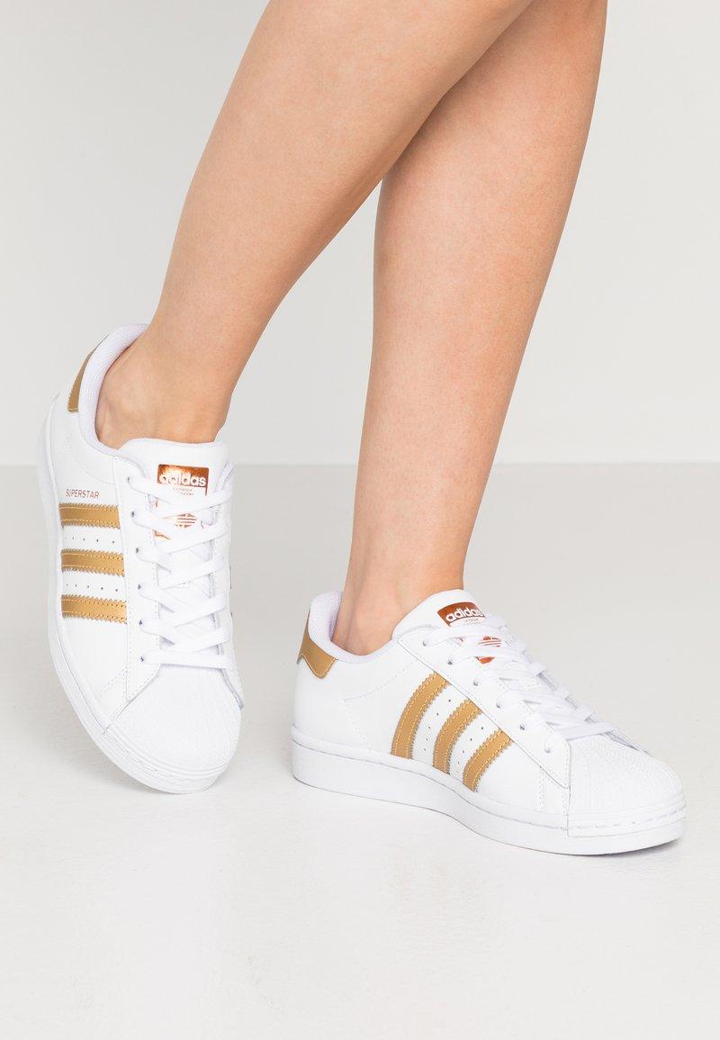 adidas Originals - SUPERSTAR - Tenisky - footwear wihte/copper metallic/core black