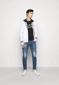 Emporio Armani - 5 POCKETS PANT - Slim fit jeans - blue denim - 1