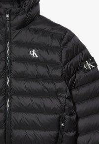 Calvin Klein Jeans - Bunda zprachového peří - black - 3