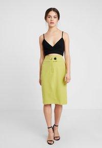 4th & Reckless Petite - RILEY SKIRT - Pouzdrová sukně - lime - 1