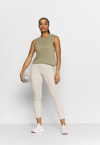 Cotton On Body - ALL THINGS FABULOUS CROPPED MUSCLE TANK - Topper - oregano washed - 1