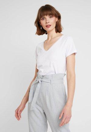 LUNA - T-shirt basic - white