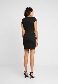 Vila - VISABINE CAPSLEEVE PEARL DRESS - Korte jurk - black - 2