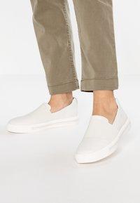 Clarks Unstructured - MAUI STEP - Mocassins - white - 0