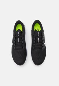 Nike Performance - AIR ZOOM PEGASUS 38 - Neutrale løbesko - black/white/anthracite/volt - 3