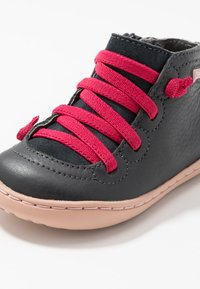 Camper - PEU CAMI - Baby shoes - charcoal - 2