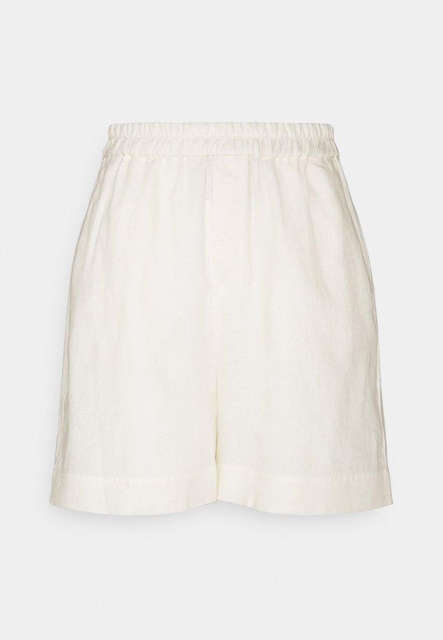 ESSENTIAL - Shorts - tofu