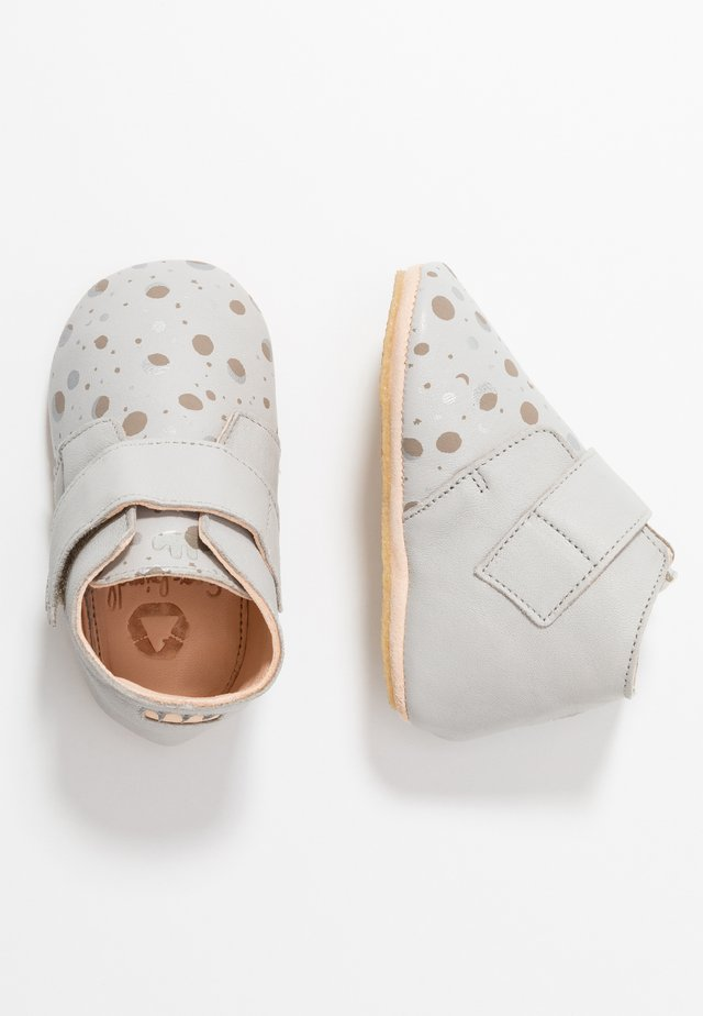 KINY ECLIPSE - First shoes - plume/silver