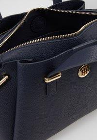 Tommy Hilfiger - CORE SATCHEL CORP - Handbag - blue - 4