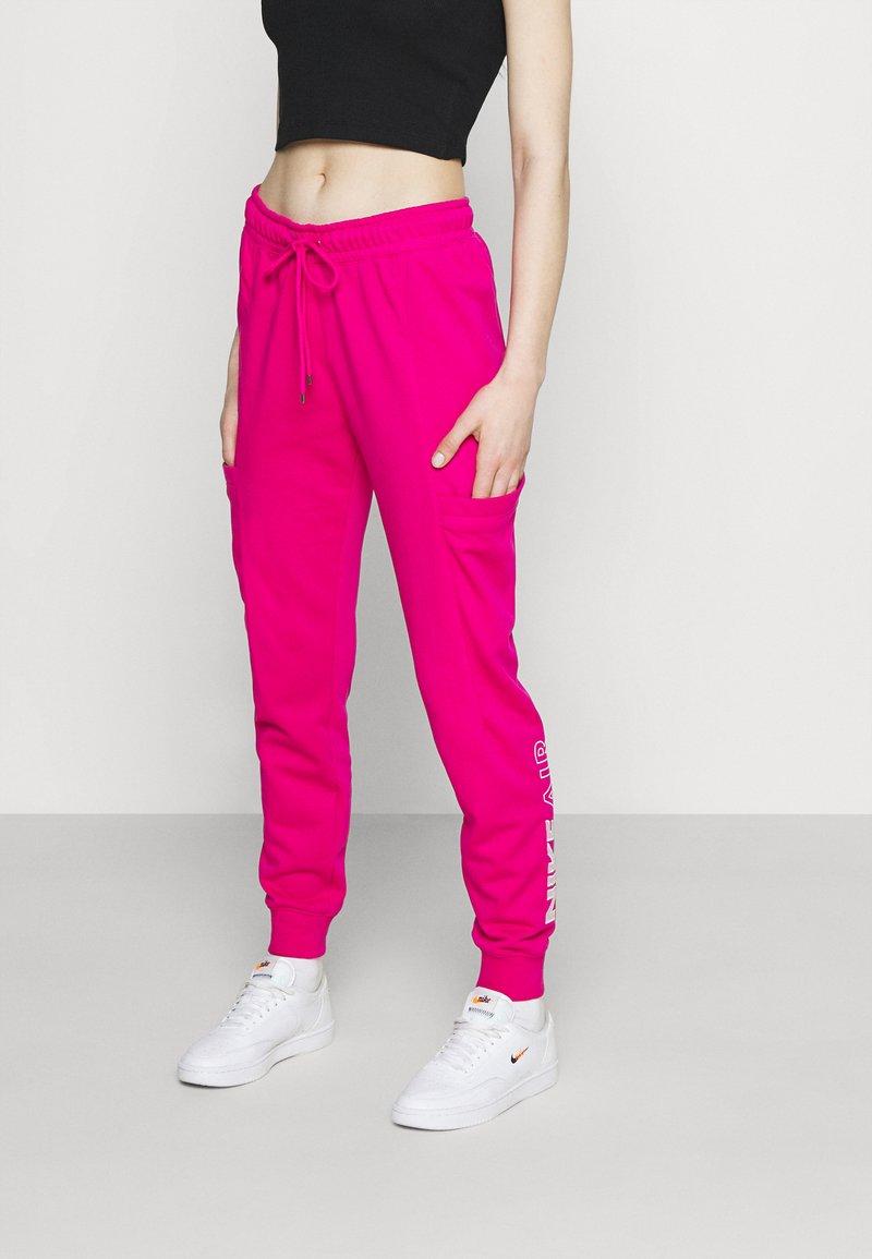 Nike Sportswear - AIR PANT - Pantalon de survêtement - fireberry