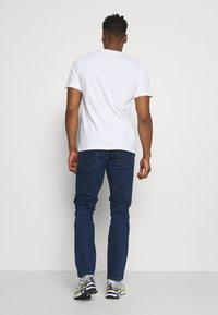 Wrangler - TEXAS - Slim fit jeans - red corvette - 2