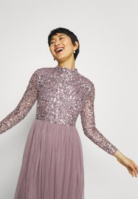 Maya Deluxe - DELICATE SEQUIN MIDI DRESS - Cocktail dress / Party dress - moody lilac - 4