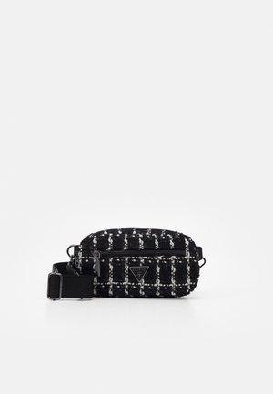 HANDBAG MANHATTAN CROSSBODY BELT BAG - Rumpetaske - black