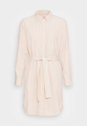 DRESS RELAXED STYLE CHEST POCKET BELTED - Sukienka koszulowa - chalky sand