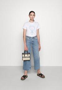 KARL LAGERFELD - IKONIK OUTLINE - Print T-shirt - white - 1