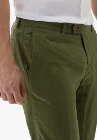 BRAX - STYLE EVANS - Trousers - green - 3