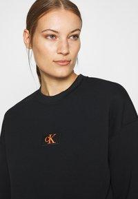 Calvin Klein Jeans - BADGE INTERLOCK - Long sleeved top - black - 4