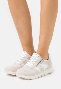Marco Tozzi - LACE-UP - Sneakersy niskie - offwhite - 0