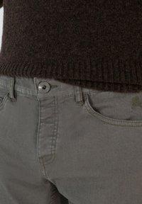 Scalpers - FIVE POCKETS PANTS - Trousers - khaki - 4
