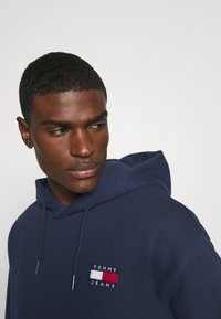 Tommy Jeans - BADGE HOODIE - Hoodie - twilight navy - 3