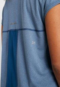 ASICS - CAPSLEEVE - Print T-shirt - mako blue heather - 4