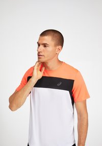 ASICS - T-shirt print - brilliant white/flash coral - 3