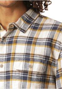 Vans - BLOMMFIELD - Shirt - natural - 2