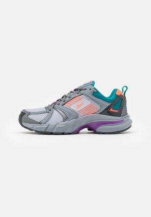 PREMIER - Sneakers - cold grey/carotene